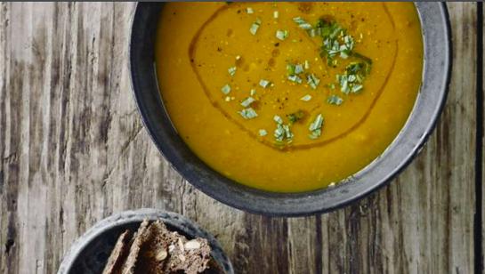 Græskarsuppe med kålsalat